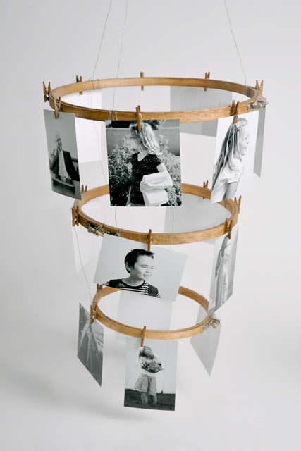 embroidery hoop chandelier style photo display (Natalme)