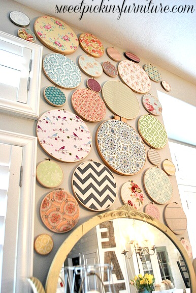 Easy Art Ideas for Kids Room Decor: embroidery hoop fabric wall art (Sweet Pickins Furniture)