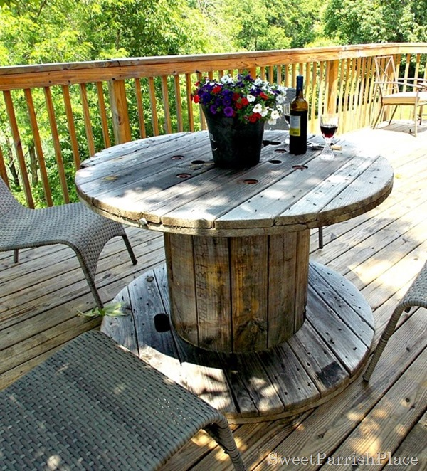 Remodelaholic 7 awesome outdoor projects july link party for Outdoor tables made out of wooden wire spools