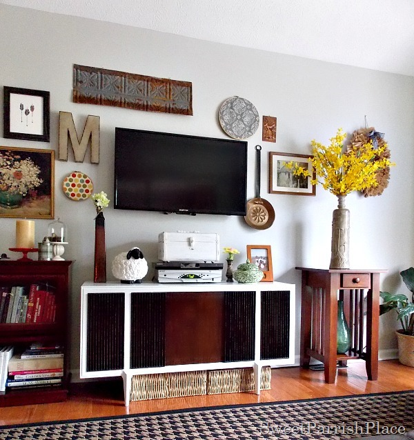 remodelaholic 50 wall decor tips and ideas. Black Bedroom Furniture Sets. Home Design Ideas