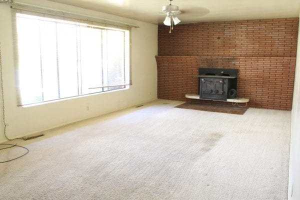 Remodelaholic living room flooring install process (1)