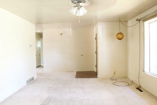 Remodelaholic living room flooring install process (2)