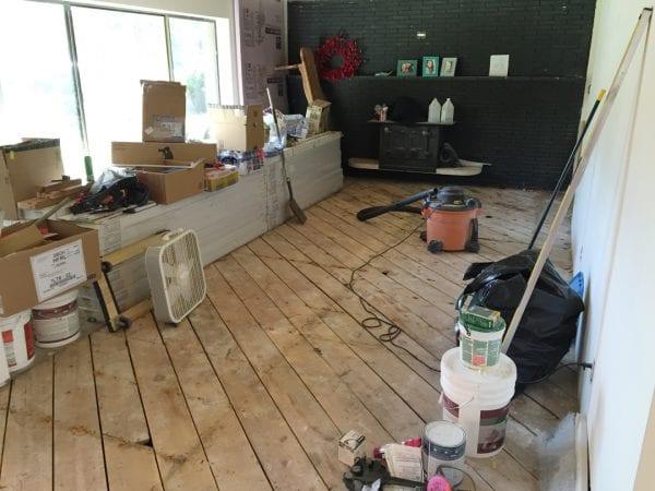 Remodelaholic living room flooring install process (6)
