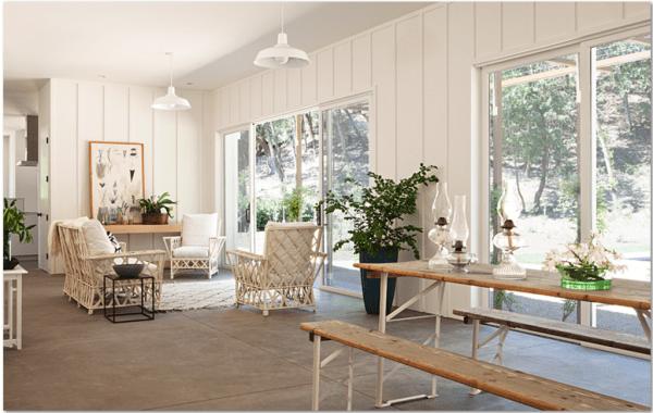 indoor-outdoor lanai porch-style veranda living room