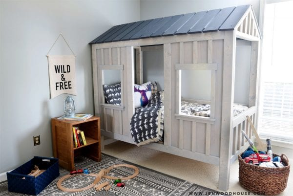 Gorgeous cabin bed with building plans!