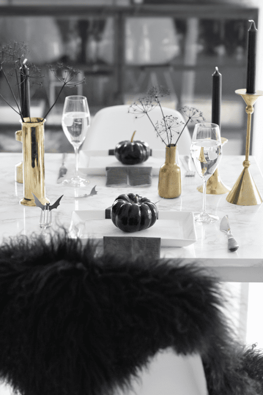 black and gold halloween tablescape, Nina Holst Stylizimo Blog