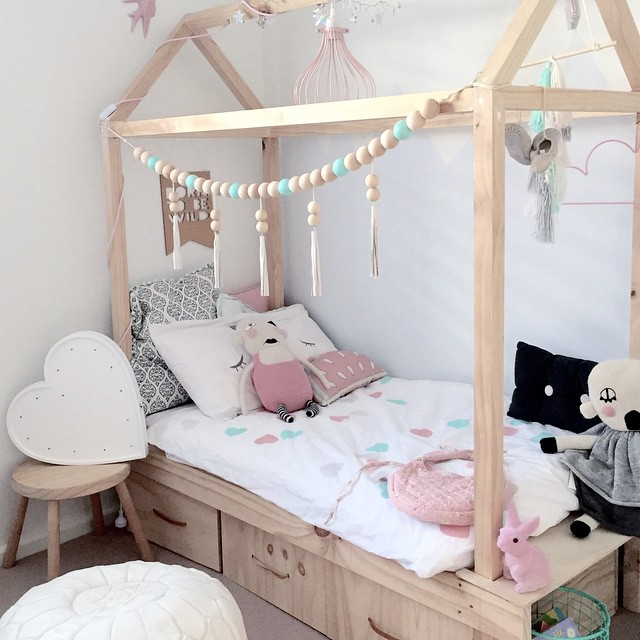 Remodelaholic house shaped beds galore for Little kids room