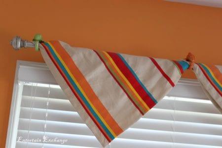 easy no-sew window valance via Remodelaholic