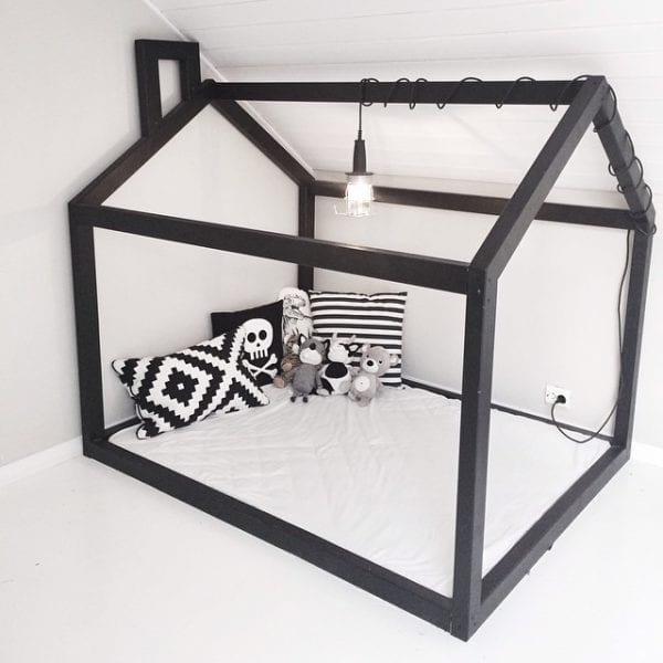 simple black and white floor bed playhouse reading corner setup via karohuseb