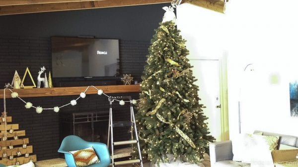 How to decorate an elegant Christmas tree @remodelaholic (5)