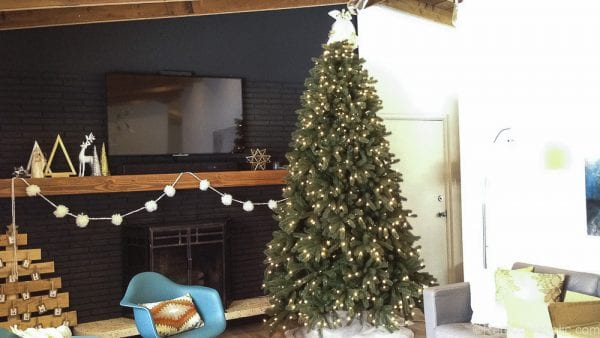 How to decorate an elegant Christmas tree @remodelaholic (7)
