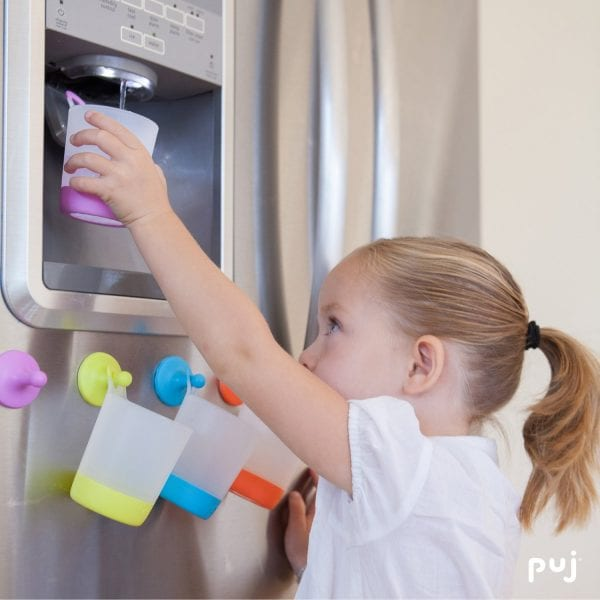 brilliant kids cup holder on the fridge! One cup per kid, fewer dirty cups in my dishwasher