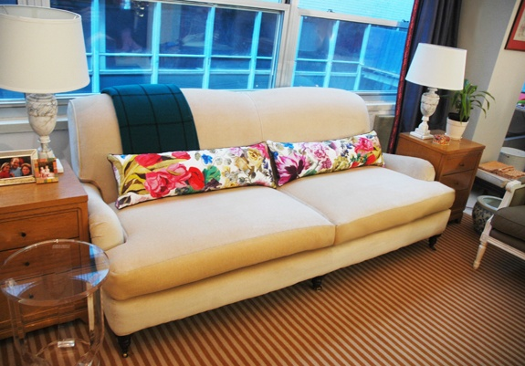 Ordinaire Long Lumbar Or Bolster Pillows In A Gorgeous Floral Or Patterned Fabric Can  Do A Lot For A Simple And Neutral Sofa!