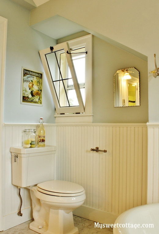 17 Leaded glass window keeps the authentic feel when remodeling an old home, 1927 cottage, My Sweet Cottage featured on @Remodelaholic