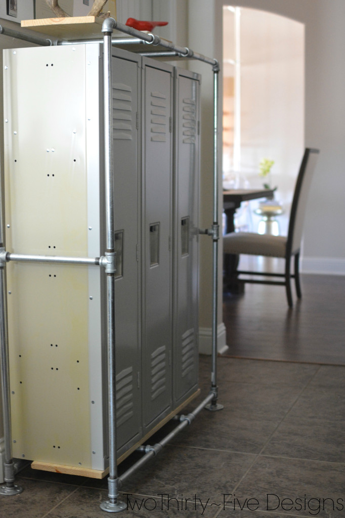 Remodelaholic 100 inspiring mudrooms and entryways for Mudroom locker design plans