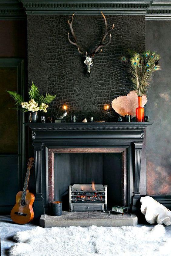 Ooh la la la, this black mantel is stunning!