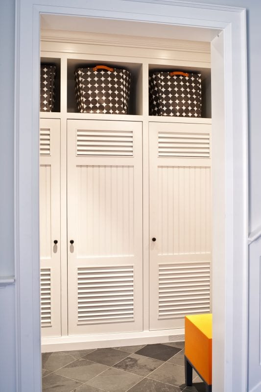 Remodelaholic 100 inspiring mudrooms and entryways for Entryway lockers with doors