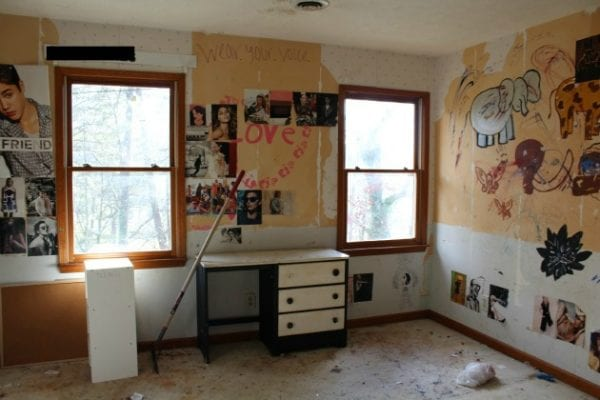 Toddler bedroom renovation by Tale of an Ugly House featured on @Remodelaholic