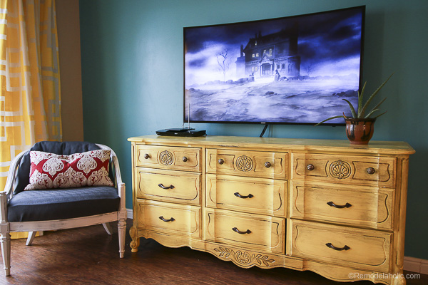 remodelaholic how to hang a curved tv on the wall. Black Bedroom Furniture Sets. Home Design Ideas