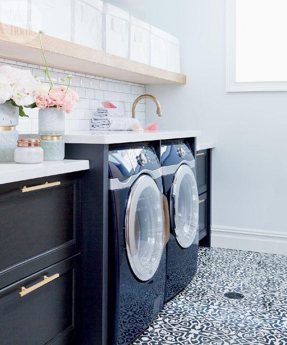 Beautiful laundry room inspiration | Found on styleathome.com