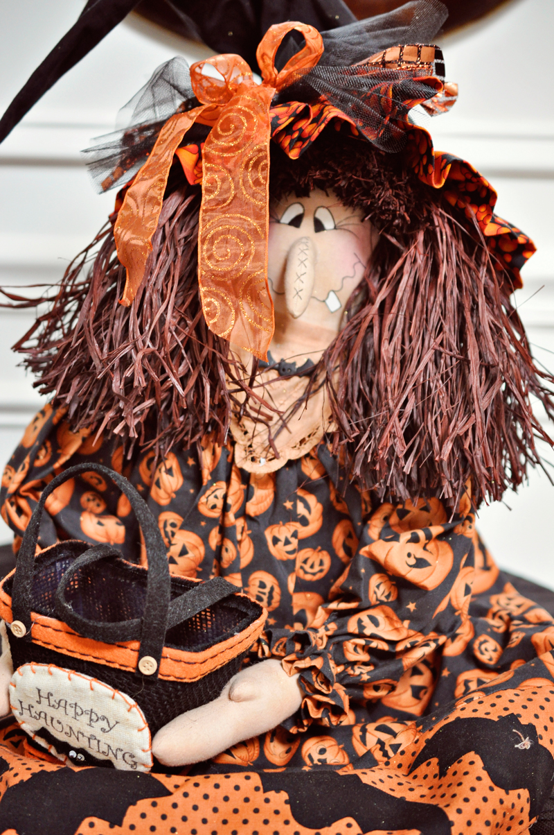 Simple Halloween Decor Ideas and Tutorials at Remodelaholic.com