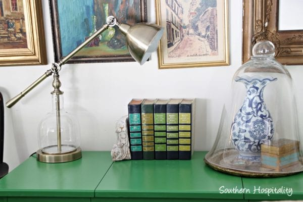 How to use your accent color to paint furniture, a tutorial using chalk paint by Southern Hospitality featured on @Remodelaholic