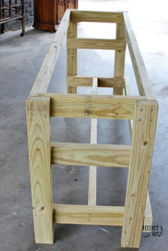 Tutorial for outdoor table from upcycled items by Hunt and Host featured on @Remodelaholic