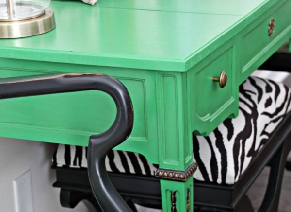 This green entry table is beautiful! @Remodelaholic feat