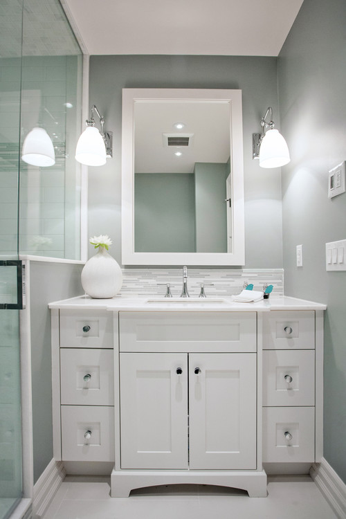 Wall-Color-is-Silver-Strand-from-Sherwin-Williams.-Color-Spotlight-on-Remodelaholic