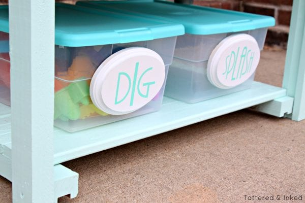tutorial to upcycle kitchen sink to watertable for kids by Tattered and Inked featured on @Remodelaholic