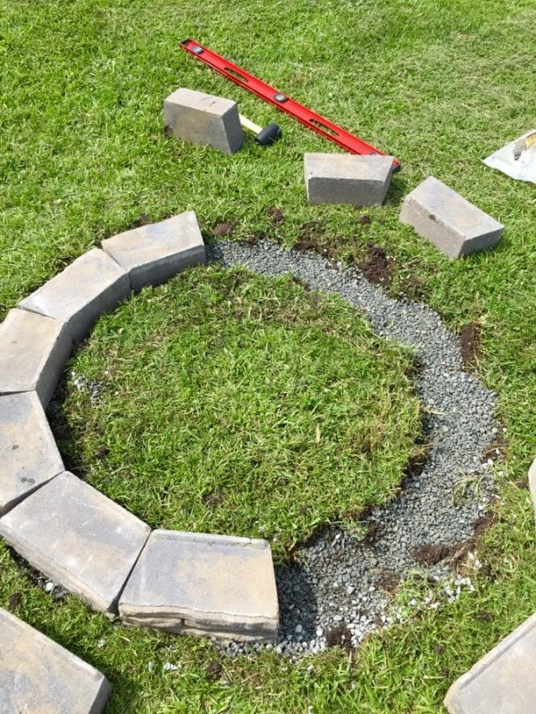 Remodelaholic diy retaining wall block fire pit for How to build a block fire pit