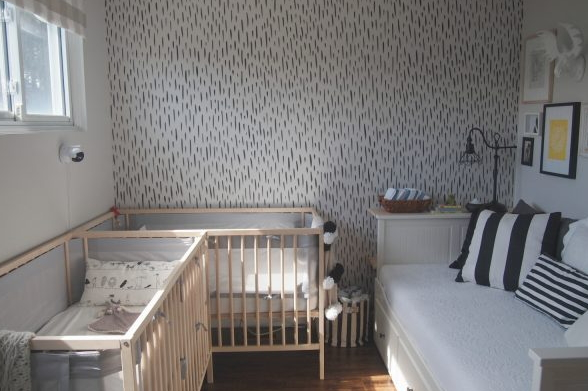 Remodelaholic Easy DIY Hand-Painted Brushstroke Accent Wall