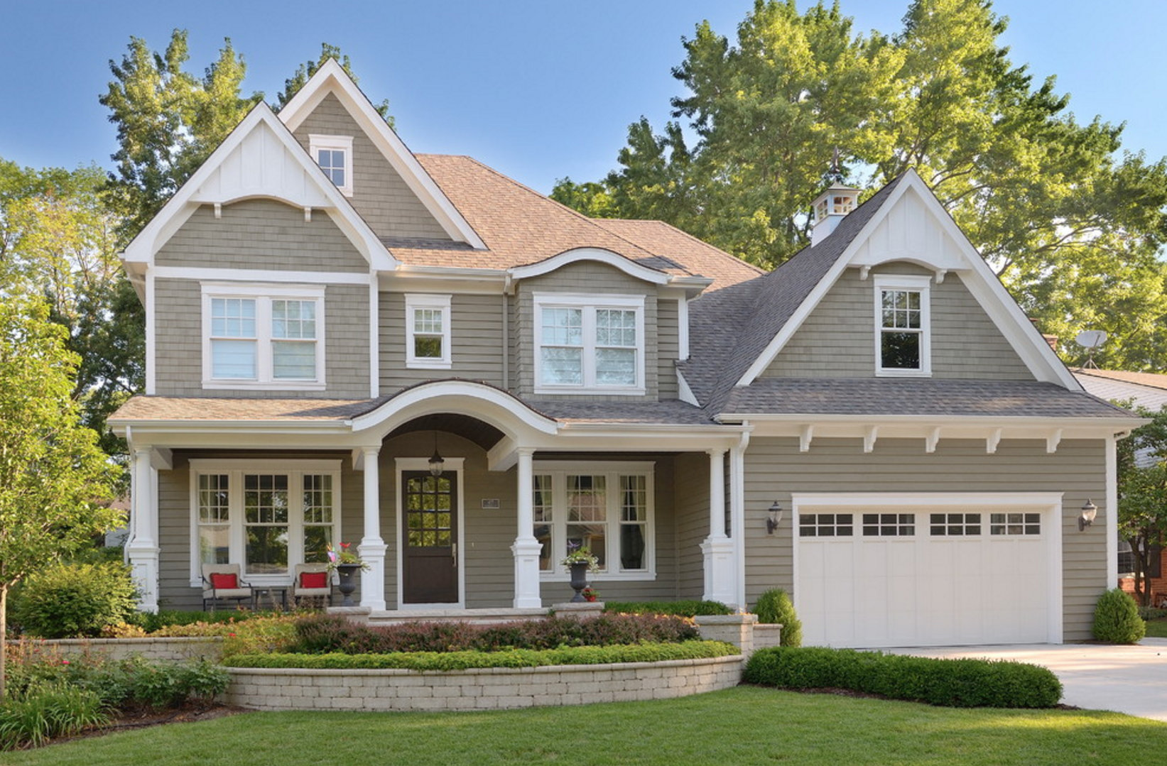 Remodelaholic exterior paint colors that add curb appeal - Benjamin moore exterior color combinations ...
