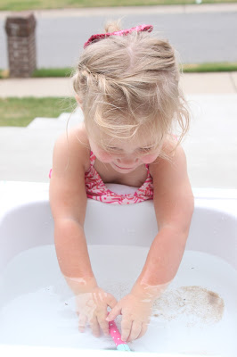 Summer water fun with a DIY sand and water table using a discarded kitchen sink by Tattered and Inked featured on @Remodelaholic