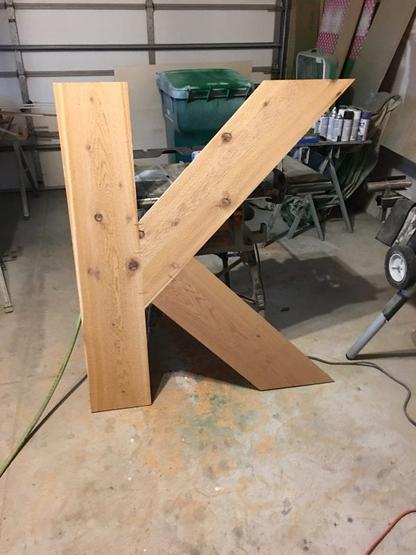 how to build your own large outdoor monogram planter, by Ellery Designs on @Remodelaholic (4)