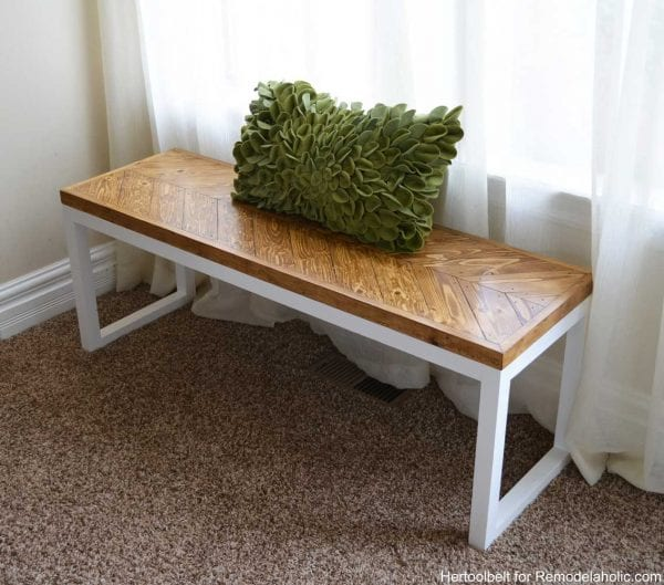 Love this gorgeous chevron bench, perfect for an entry. Free DIY building plans and tutorial.