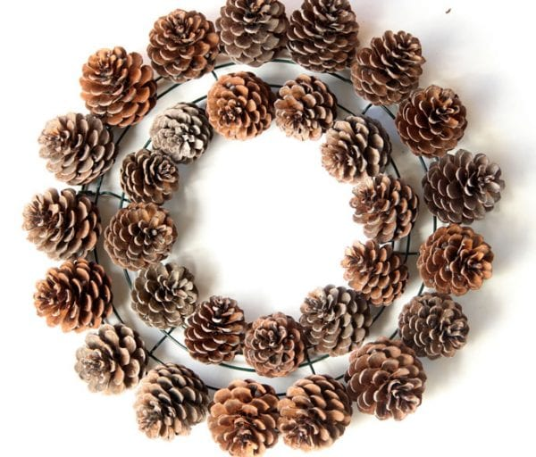 Steps to making a pinecone wreath by A Piece of Rainbow on Remodelaholic