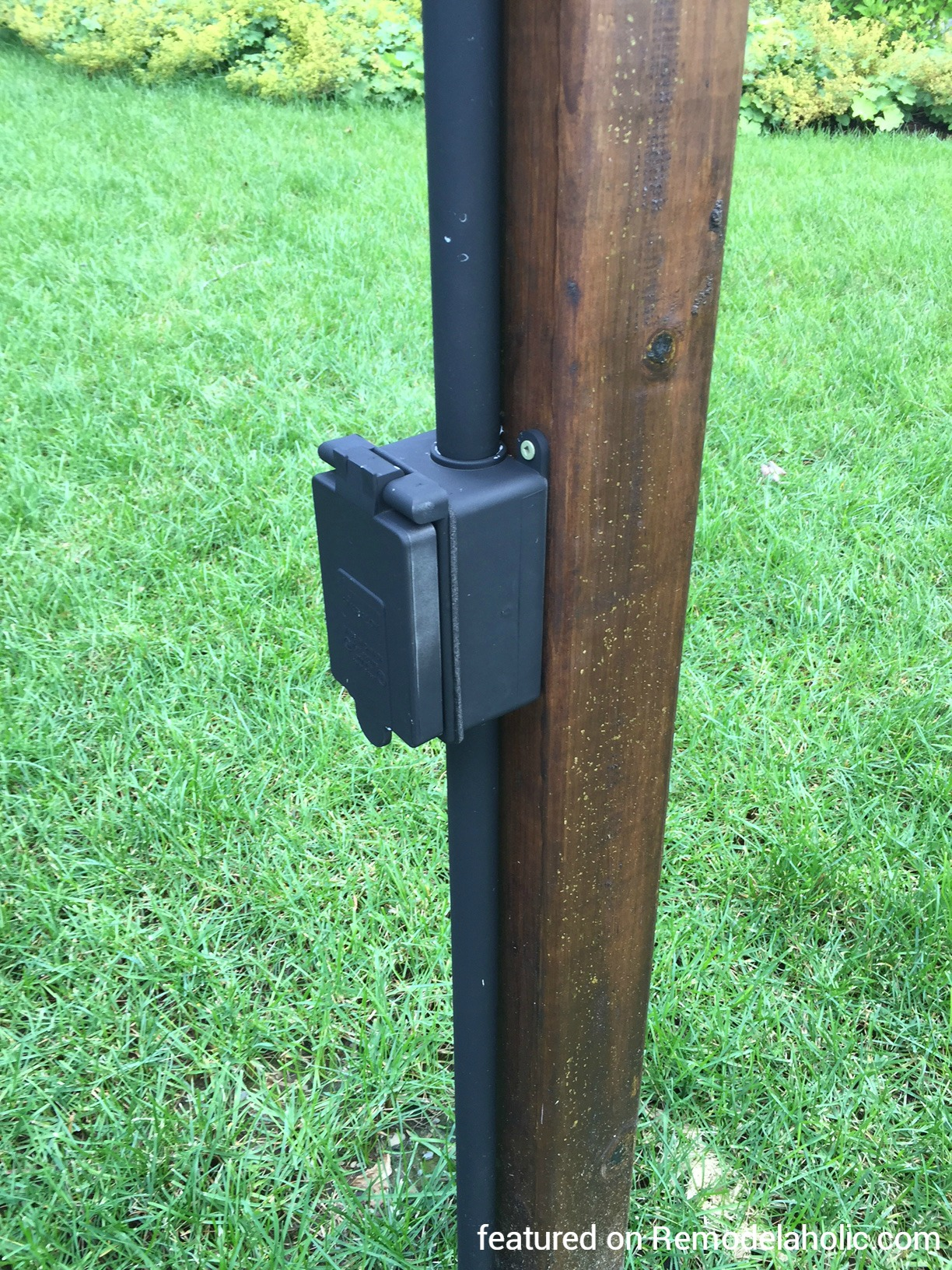 Wood outdoor lamp post - Electrical Outlet Wired To A Lighting Post For Diy String Lighting Around A Fire Pit