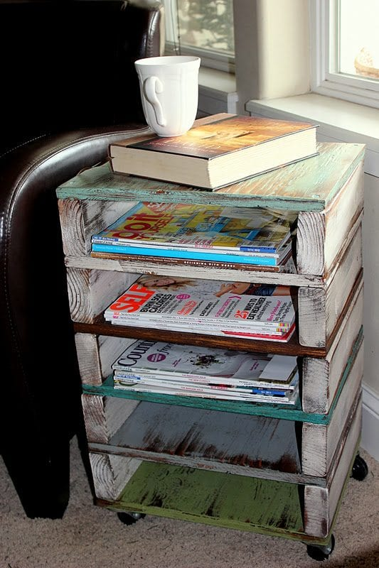 Pallet magazine rack and 16 clever organization pallet hacks featured on remodelaholic.com