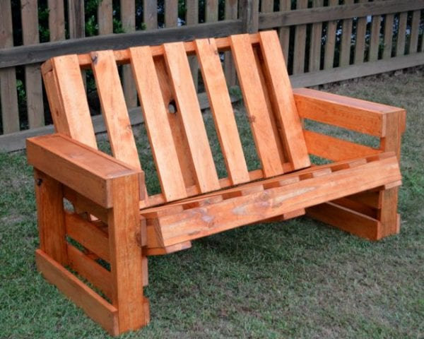 Remodelaholic how to build a pallet bench for Building a bench from pallets