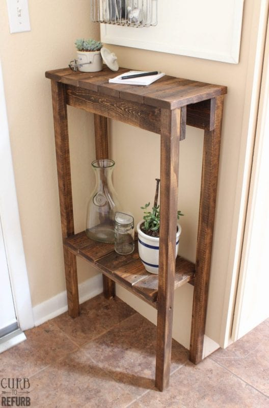 Pallet table and 15 awesome pallet furniture ideas featured on remodelaholic.com