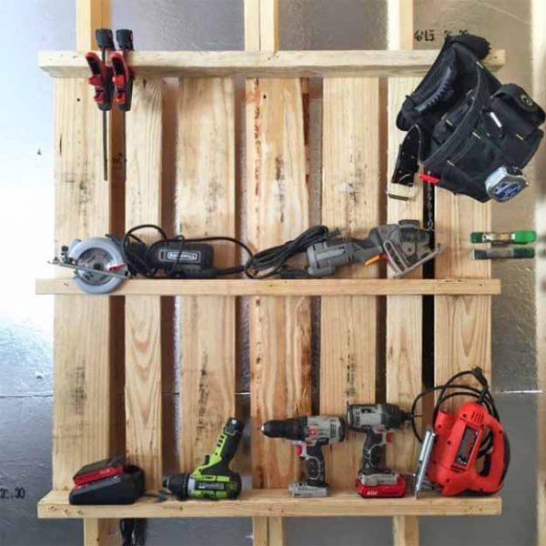 16 clever organization pallet hacks featured on remodelaholic.com tool organizer