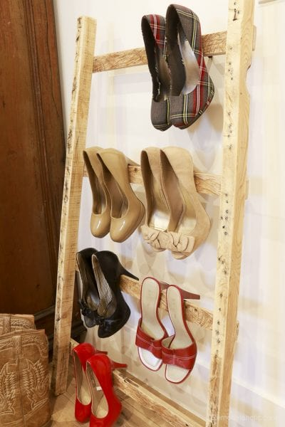free-pallet-blanket-ladder-diy-tutorial-also-great-for-storing-shoes-remodelaholic-9137