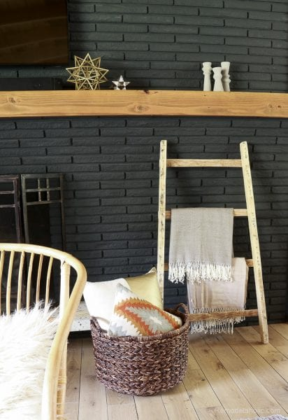 free-pallet-blanket-ladder-diy-tutorial-also-great-for-storing-shoes-remodelaholic-9159