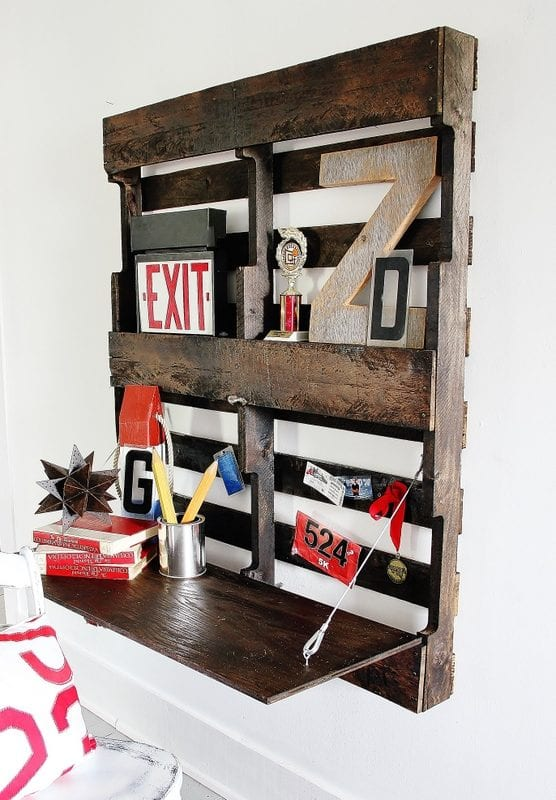 folding pallet desk and 15 awesome pallet furniture ideas featured on remodelaholic.com