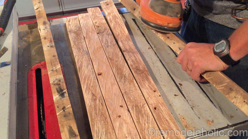 rustic-pallet-wood-blanket-ladder-9