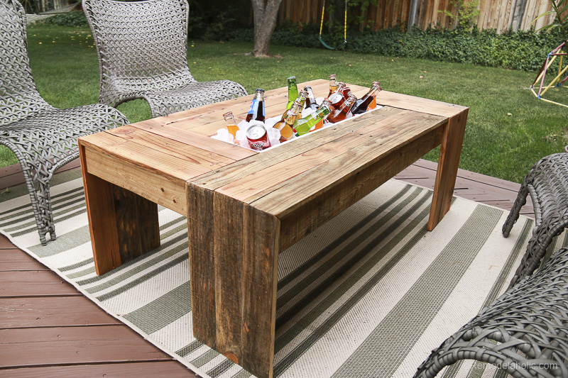 Remodelaholic Rustic Pallet Wood Coffee Table With Drink