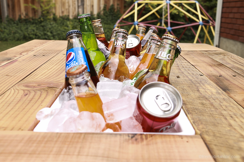 DIY Outdoor Pallet Coffee Table with Drink Cooler | Video Tutorial and Woodworking Plan