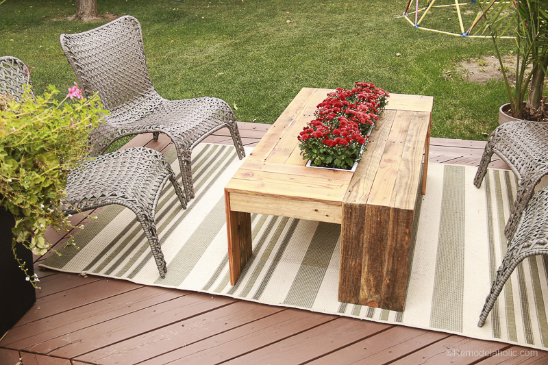 DIY Outdoor Pallet Coffee Table with Planter Box Centerpiece | Video Tutorial and Woodworking Plan