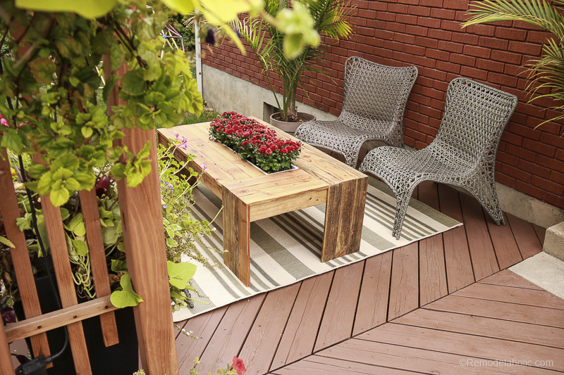 DIY Outdoor Pallet Coffee Table with Planter Drink Cooler | Video Tutorial and Woodworking Plan